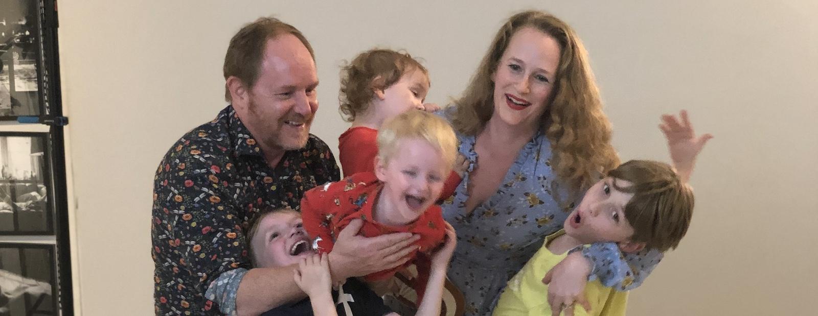 Tvillingboken och en otämjbar familj.