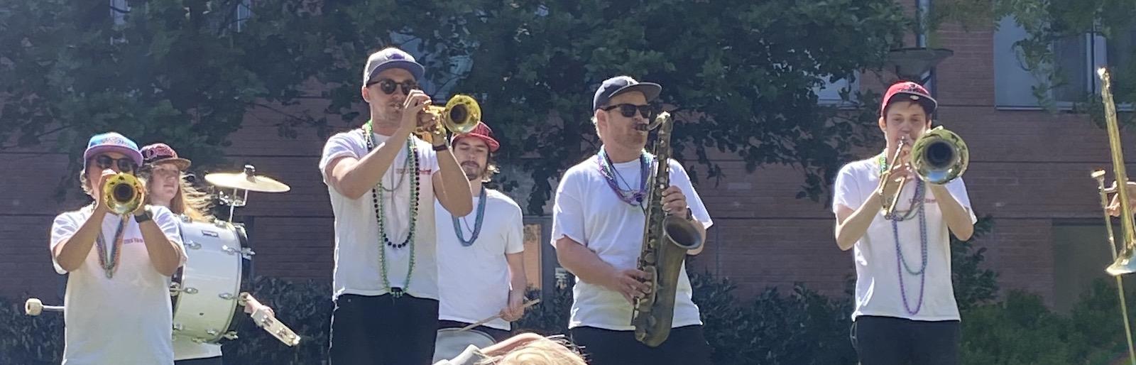Toppar, dalar brass band och mamma